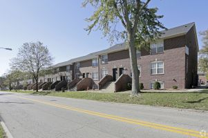 Green Street Realty Aquires Lincoln Park Townhomes at ISU